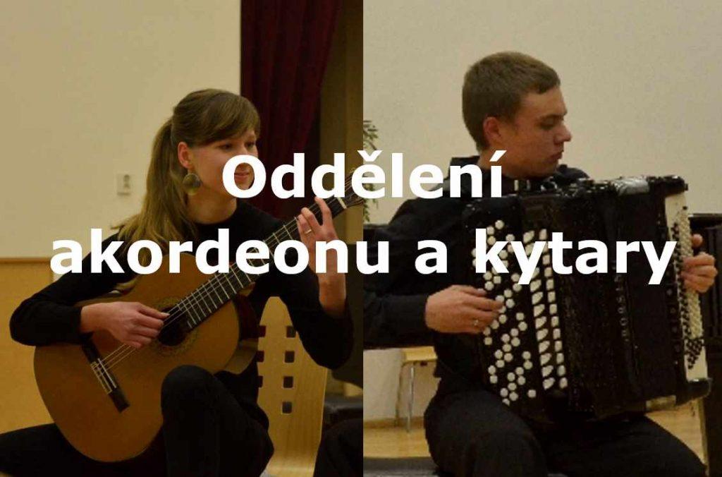 foto s nápisem Oddělení akordeonu a kytary