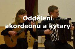 oddělení akordeonu a kytary